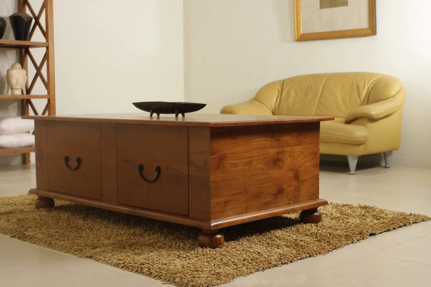 Dovetailed 2 drawers bracket pulls on the front side of Bun feet coffee table