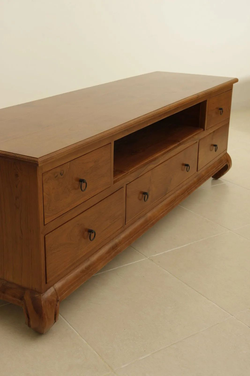Plain solid wood top of the Opium tv stand