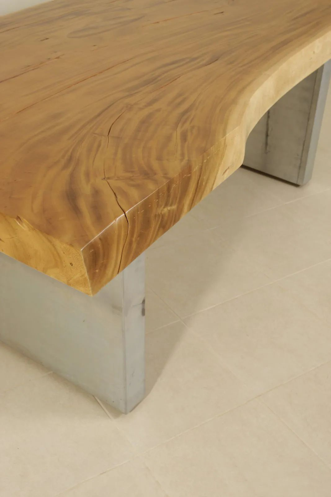 Live edge detail of the top table